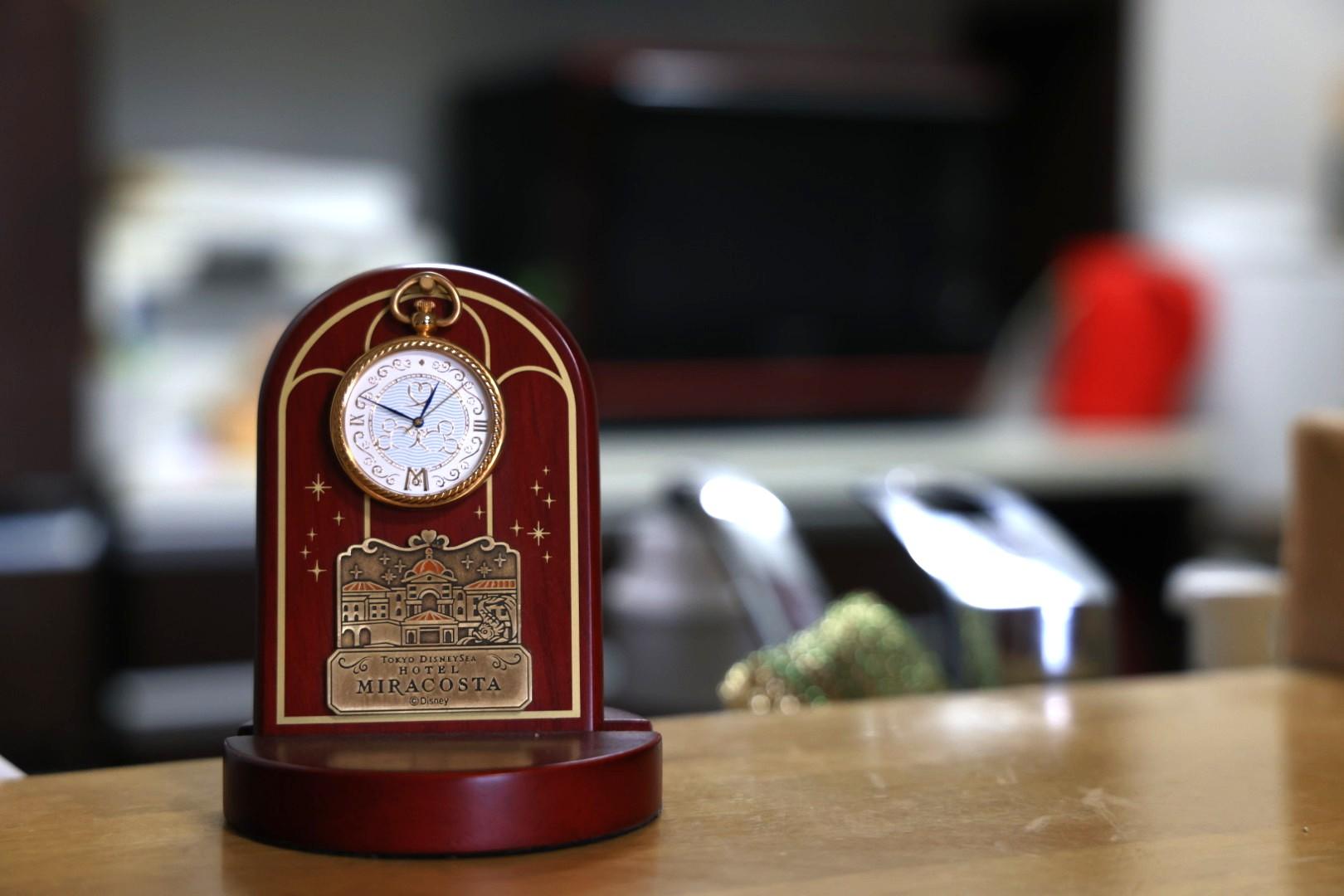 時計とキッチン
